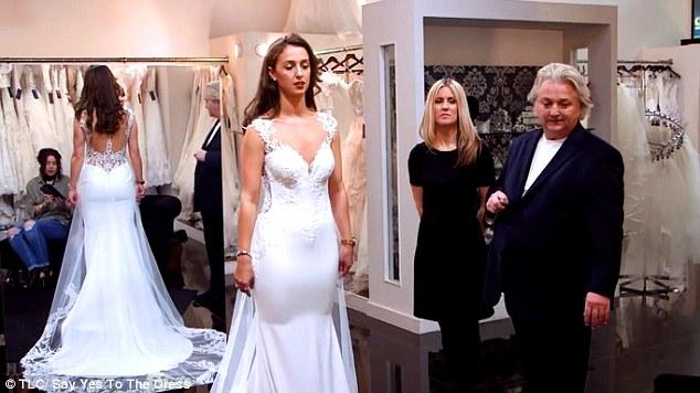 Facuta praf in timp ce proba rochia de mireasa matusa i a for Elle king s wedding dress